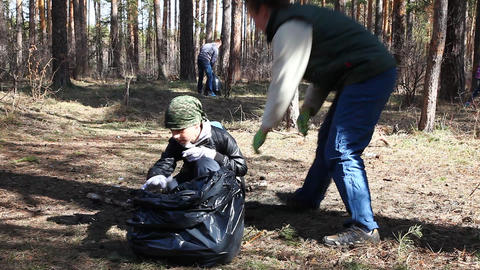 Volunteers removes debris Stock Video Footage