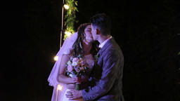 Bride and groom kissing, Live Action