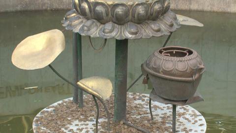 Tilt, coint, money, bucket, pond, peace, statue, g Stock Video Footage