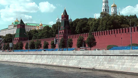 Moscow Kremlin seen from a moving boat on the moskva river Stock Video Footage