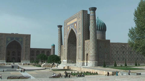 Tylia-Kori and Sher-Dor Madrasah at Registan Square in... Stock Video Footage