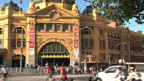 Flinders station close up with a big crowd Stock Video Footage