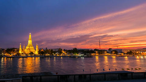 1080 - WAT ARUN TEMPLE AT SUNSET - Bangkok Timelap Footage