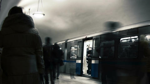 People wait for the train on the Ploshad Revolutsii metro... Stock Video Footage
