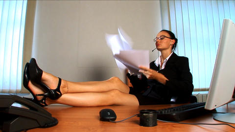 Young business woman feeling the pressure at work Footage