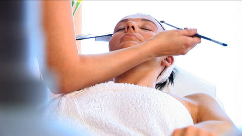 Young brunette having cosmetics applied at beauty spa... Stock Video Footage