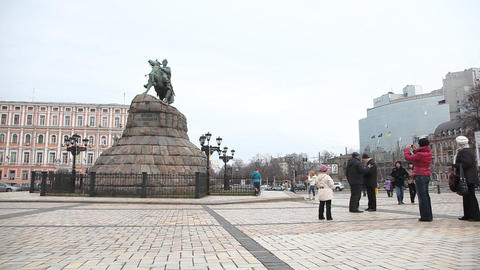 Monument to Bohdan Khmelnytsky in Kiev Stock Video Footage