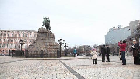 Monument to Bohdan Khmelnytsky in Kiev Stock Video Footage