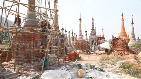 Restoration work in Takhaung Mwetaw Paya pagoda, Inle lake Stock Video Footage