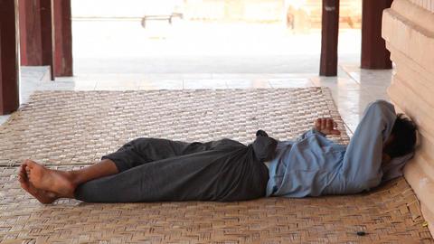 Men rest in Takhaung Mwetaw Paya pagoda, Inle lake Stock Video Footage