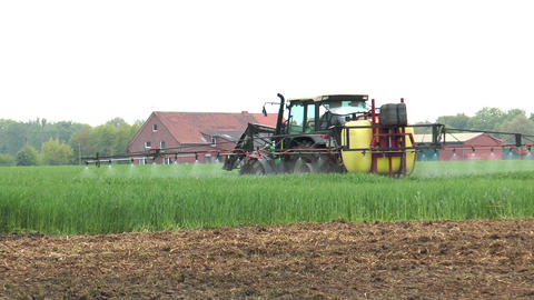farmer spraying pesticides Stock Video Footage