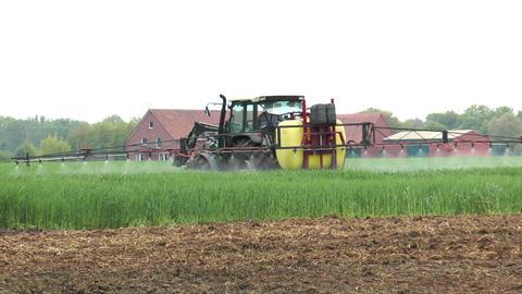 farmer spraying pesticides Stock Video Footage