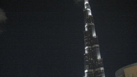 Burj Khalifa tilt from Dubai fountain Stock Video Footage