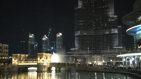 Burj Khalifa tilt from Dubai fountain Stock Video Footage