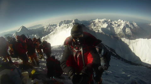 Climber does 180 on top of Everest Footage