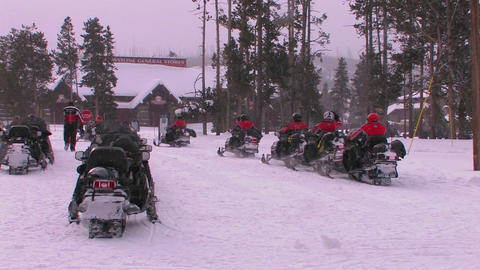A snowmobile tour prepares to leave Yellowstone Na Stock Video Footage