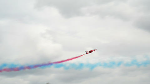 Red Arrows soloists roll flight encounter 10996 Footage