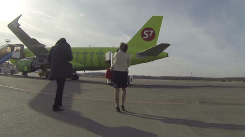 Passengers climb the ladder of the plane Stock Video Footage