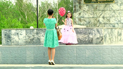 Mom photographs daughter at the war monument Stock Video Footage