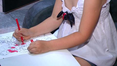 Girl draws Stock Video Footage