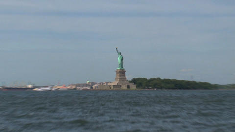 The Statue of Liberty zoom out Stock Video Footage