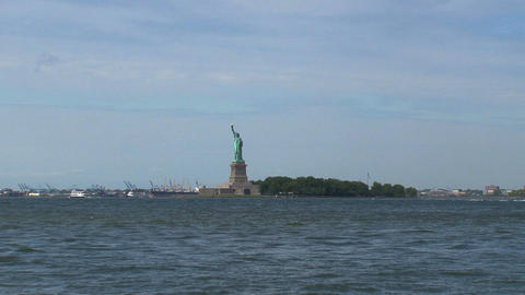 Short and fast zoom out from The Statue of Liberty Stock Video Footage
