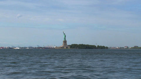 Fast zoom in The Statue of Liberty Stock Video Footage