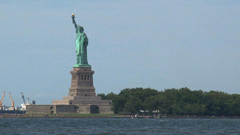 Fast zoom in The Statue of Liberty Footage