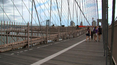 People walking and cycling on the brooklyn bridge Live Action