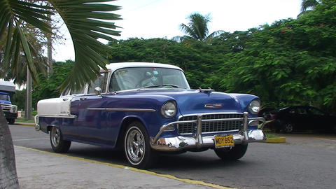 Varadero oldtimer on the street 2 Stock Video Footage