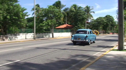 Varadero panshot oldtimer and horsecar on the stre Stock Video Footage