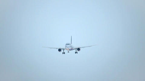 Airbus A-320, landing Stock Video Footage