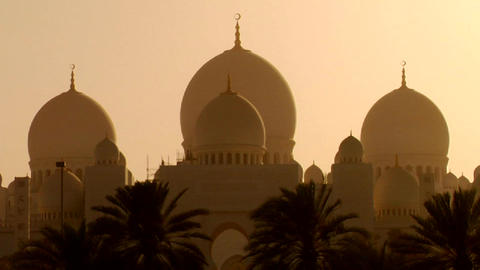 The domes of the beautiful Sheikh Zayed Mosque in Stock Video Footage