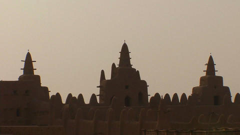 Zoom out from the famous mosque at Djenne, Mali Stock Video Footage
