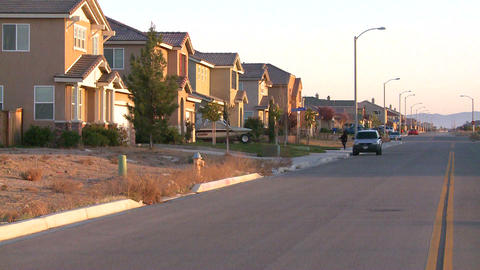 Tract homes line a street in a suburban sprawl com Stock Video Footage