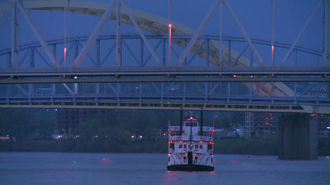 A riverboat passes under the bridges of Cincinnati Stock Video Footage
