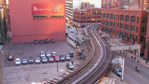 The Chicago El train passes through the downtown l Stock Video Footage