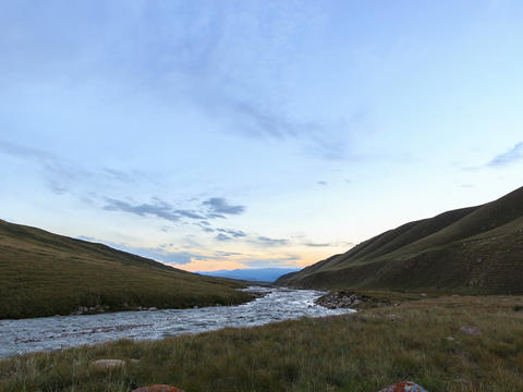 Sunset in the mountains. River Valley Tuz. 4x3 Footage