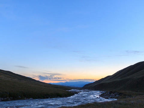 Sunset in the mountains. River Valley Tuz Stock Video Footage