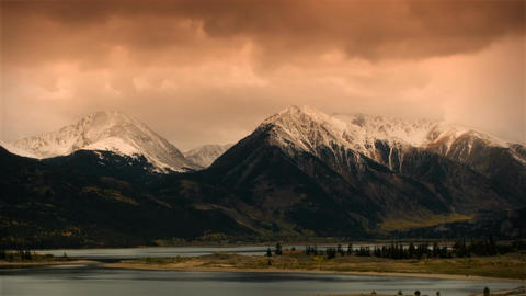 (1118) Autumn Early Snow Storm - Sunrise Timelapse of Mountains and Aspen Colors 영상물