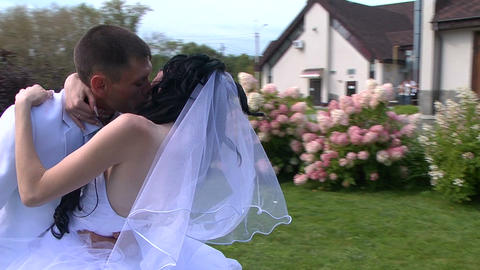 Glidecam: Bride and groom kiss Footage
