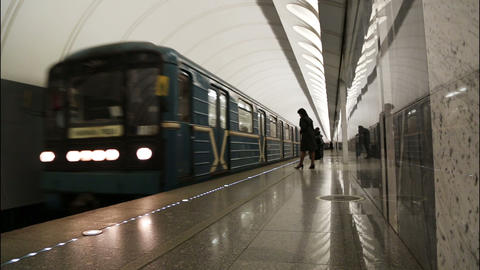 train arrives at subway station Stock Video Footage