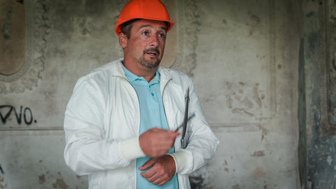 A Head Sets The Task Of Builders Stock Video Footage