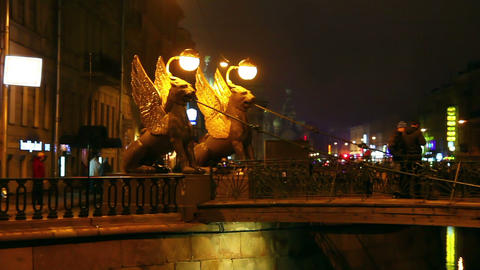Griffins on Bank Bridge in Saint Petersburg at nig Stock Video Footage