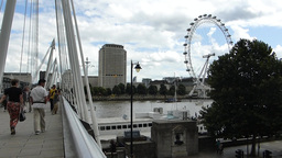 Hungerford Bridge, with sound (LONDON Hungerford B Footage