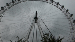 PAN DOWN FROM LONDON EYE WHEEL TO BASE SUPPORT, UK Stock Video Footage