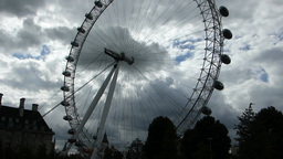 London Eye, pan from top to base of structure, Lon Footage