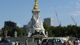 Golden statue at Queen Victoria Memorial Gardens, Stock Video Footage