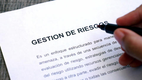 Circling Risk Management with a pen (In Spanish) Stock Video Footage