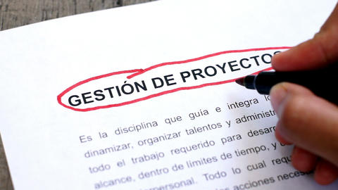 Circling Project Management (In Spanish) Stock Video Footage